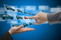 Автомобили меньше покупают, но больше ищут