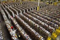 Amazon просят платить достойную зарплату сотрудникам