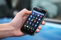 Продажи смартфонов по весне подросли