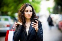 Женщины больше тратят и активнее кликают по мобильной рекламе