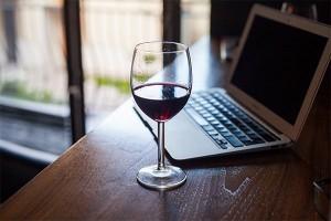 Алкоголь еще год будет нелегалом в Интернете