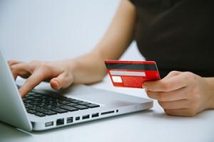 Интернет-магазины обяжут принимать банковские карты