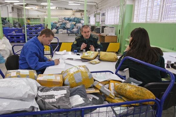 В 2017 году россияне получили 300 млн онлайн-заказов из-за границы