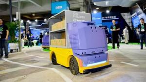 Alibaba тестирует робота-доставщика, который сам узнает заказчика в лицо