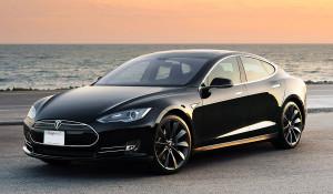 """""""Связной"""" сдает в аренду Tesla. Дорого"""