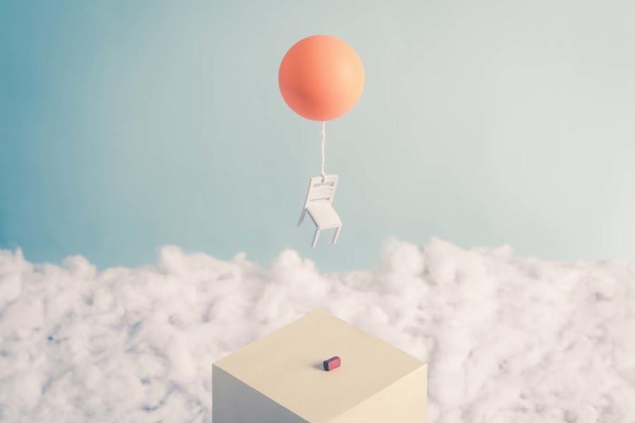 саптура Харди стул с воздушным шаром уплывает прочь