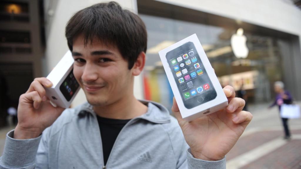 Айфоны существенно дешевеют сразу после выхода