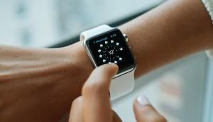 Спрос на умные часы вырос в два раза