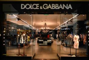 Китайские онлайн-ритейлеры бойкотируют Dolce & Gabbana из-за неудачной рекламы с китаянкой