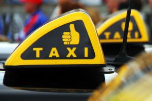 Агрегаторов такси хотят заставить платить зарплату водителям