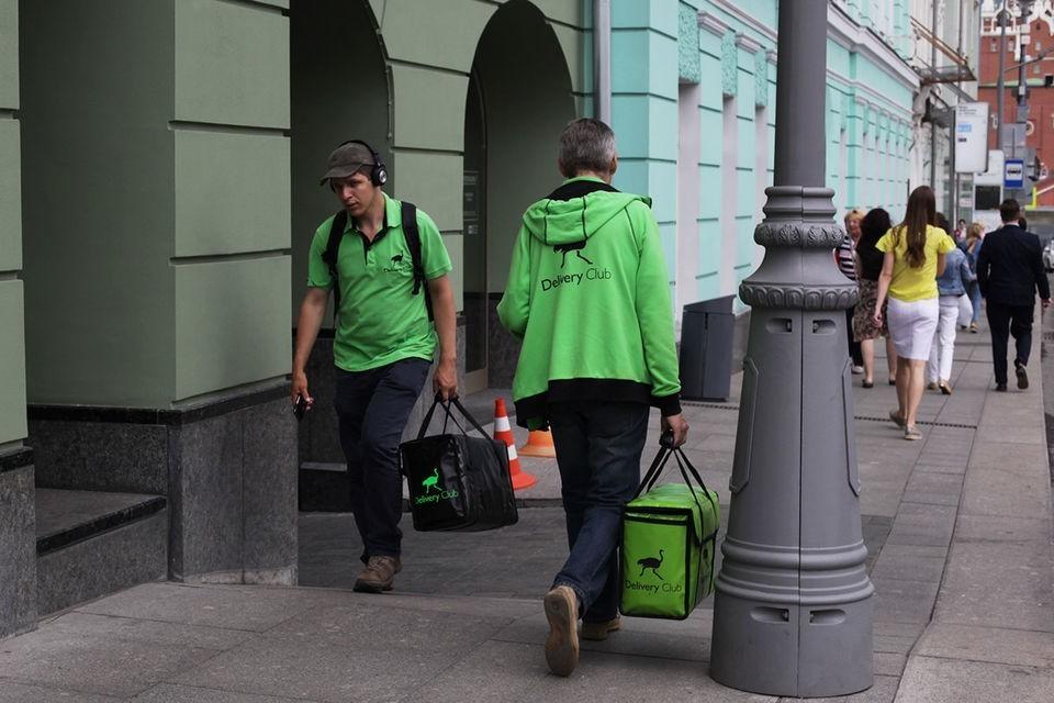 Delivery club обещает оплатить курьерам медосмотры, а Яндекс - дать кнопку вызова врача