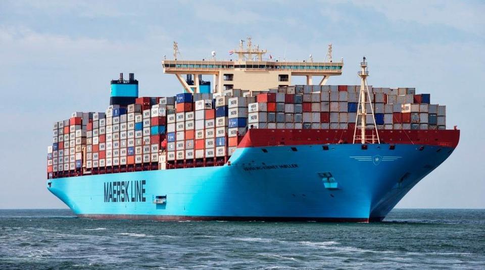 """Перевозчик утопил два контейнера c товарами """"220 Вольт"""""""