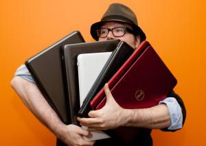 Рынок ноутбуков просел в штуках, но держится за счет цены