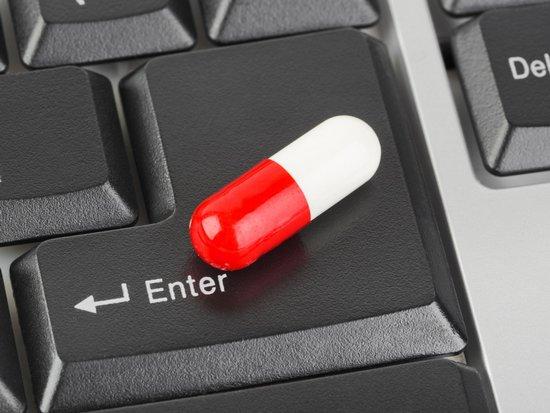 Лекарства, заказанные в онлайне, разрешат доставлять только дипломированным фармацевтам?