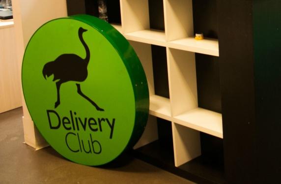 У Delivery Club в Саратове появился курьер на белом коне