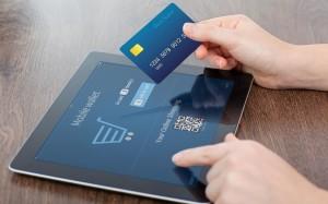 Россияне начали массово оплачивать онлайн-заказы банковскими картами