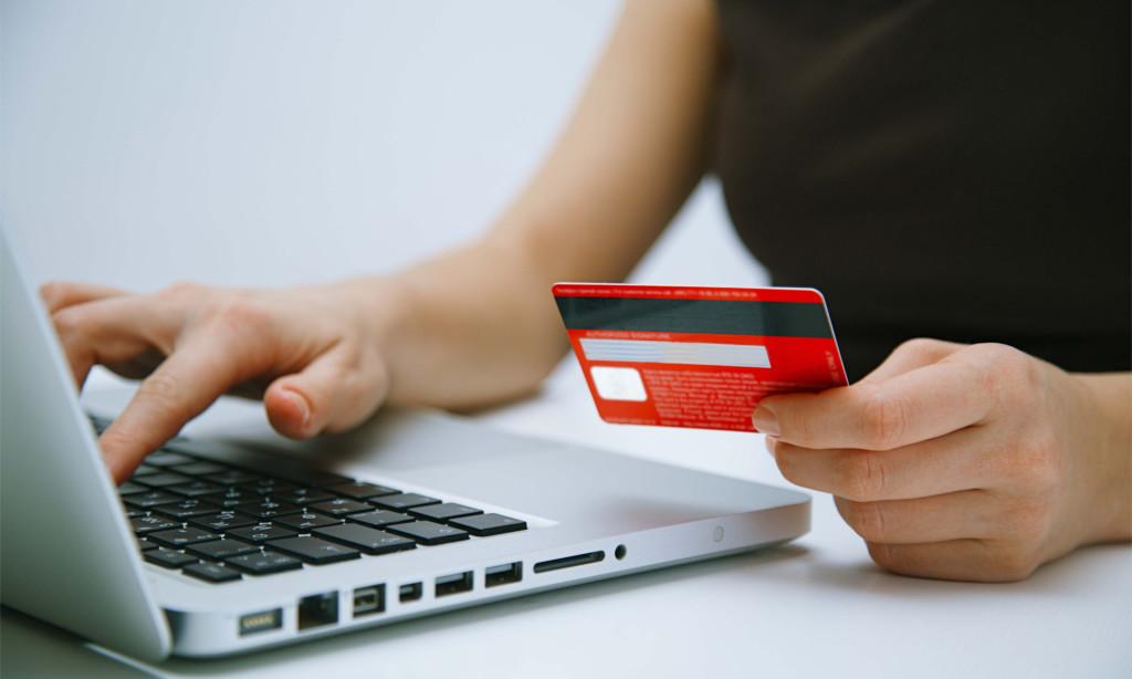 Чаще всего в онлайне оплачивают связь и заказы в интернет-магазинах