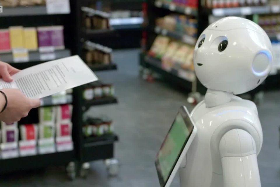 """В """"220 Вольт"""" появился робот-продавец, говорящий по-таджикски"""