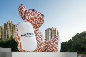Продавцы Burberry пообщаются с клиентами в мессенджере