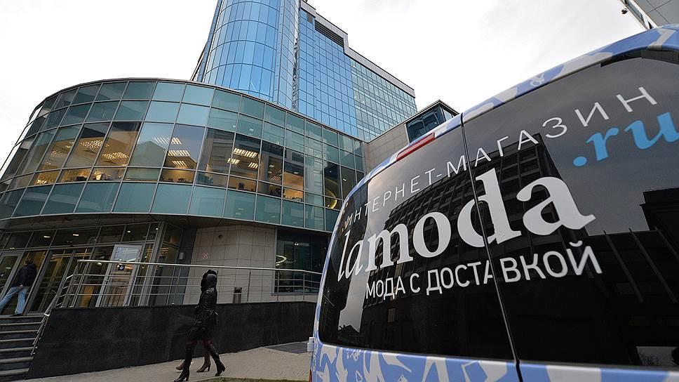 """Lamoda поставила виртуальные """"примерочные"""" на улицы Москвы"""