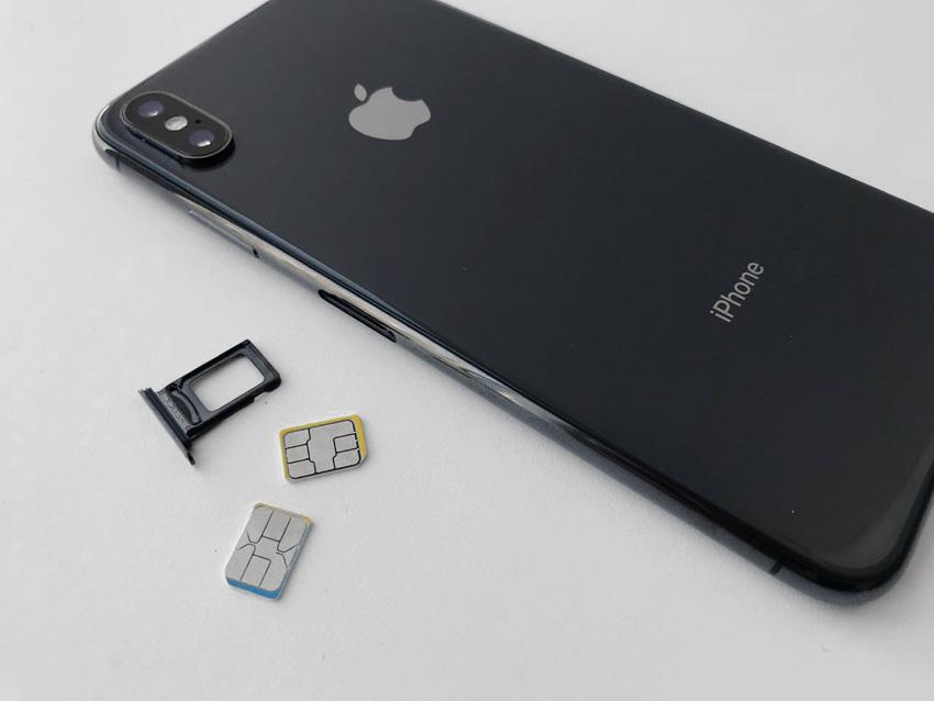 """В """"Связном"""" раскупают смартфоны с двумя сим-картами"""