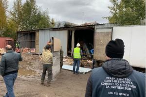 В Петербурге снесли незаконные склады интернет-магазина мебели