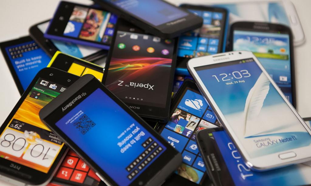 """Рынок смартфонов """"оживили"""" большие экраны и доступная рассрочка"""