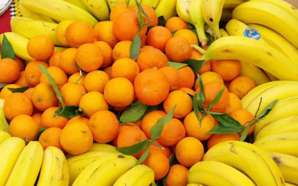 Перед Новым годом россияне покупают мандарины и майонез, после - морковь и капусту