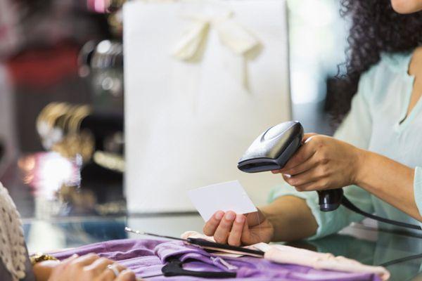 С декабря вводится обязательная маркировка одежды, шин и фототехники