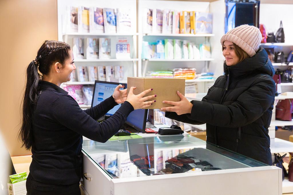 """""""Обувь России"""" выдаст посылки """"Сберлогистики"""" в 600 своих магазинах"""