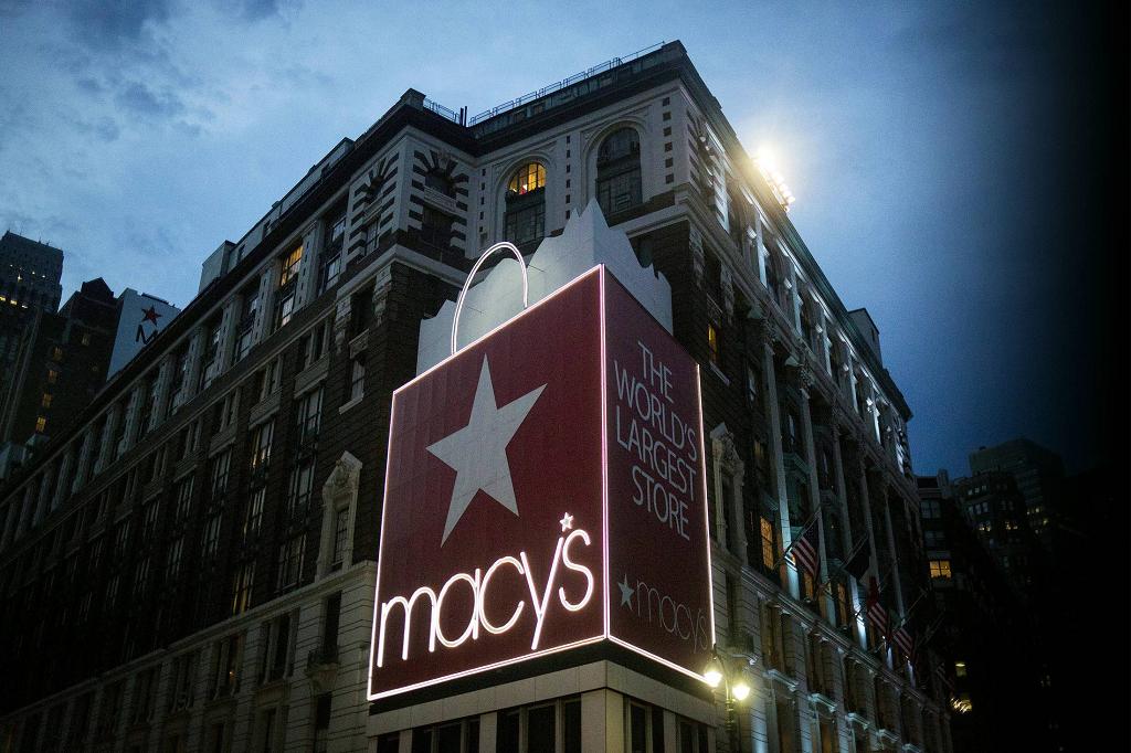 Macy's закрывает магазины в США из-за оттока покупателей в онлайн