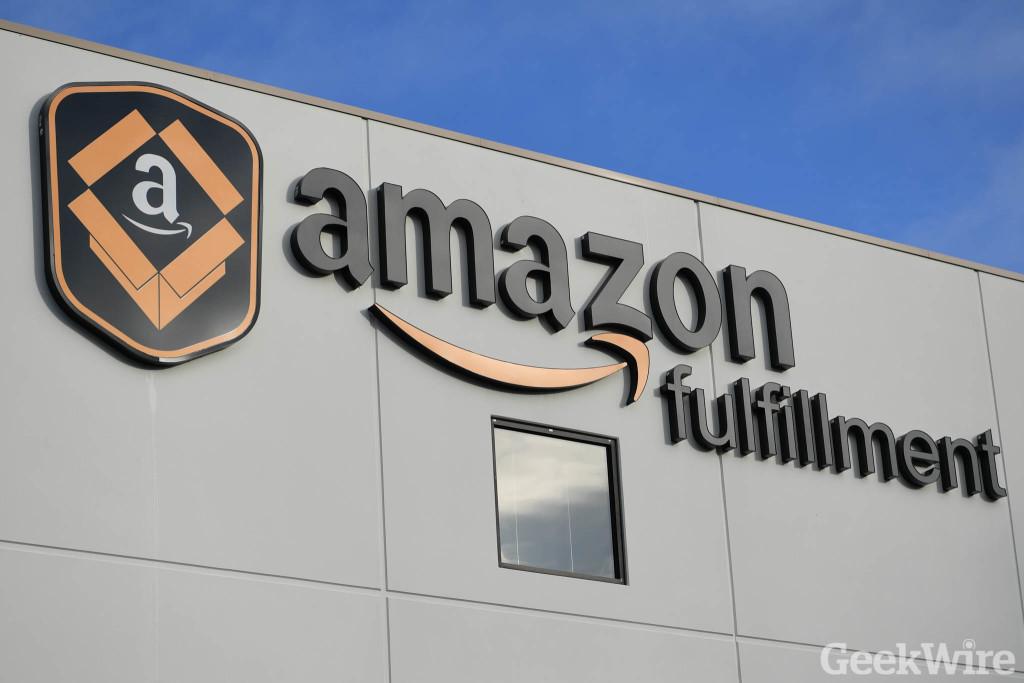 Amazon расширяет штат на 100 тысяч человек