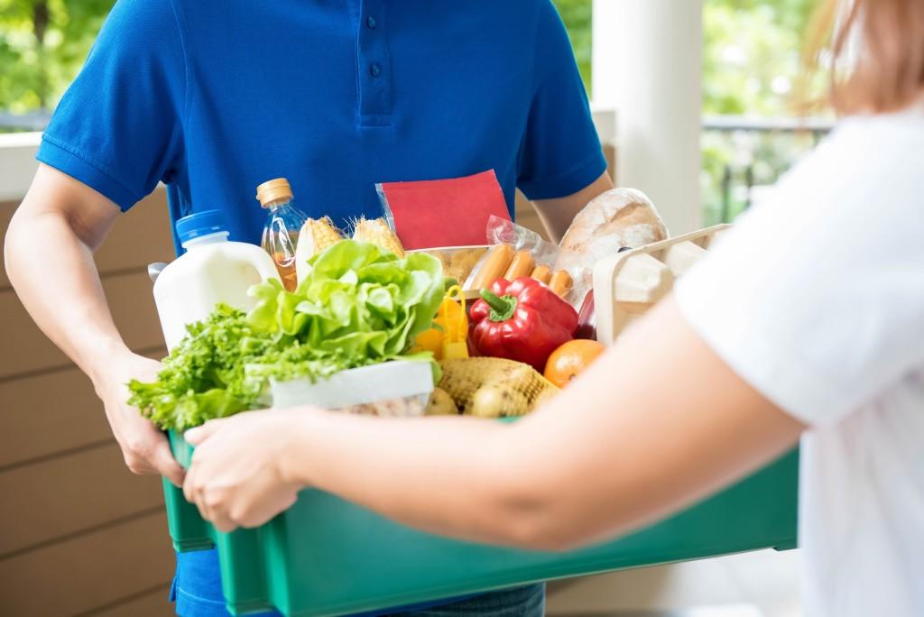 Сервисы доставки еды и продуктов будут работать в усиленном режиме