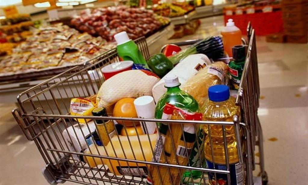 Водка, тушенка и соль: чем закупались россияне перед карантином