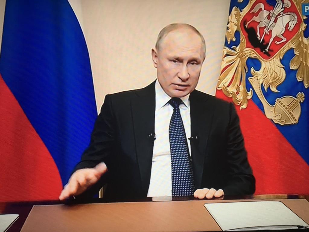 """Владимир Путин объявил антивирусные """"каникулы"""""""