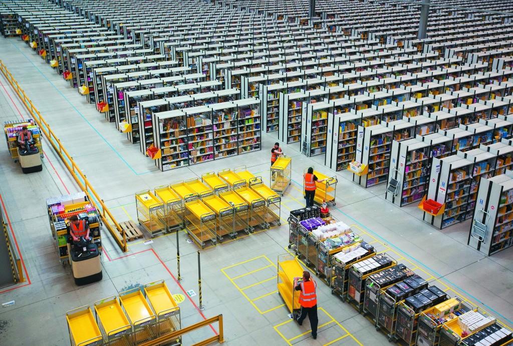 Amazon освободит склады для товаров первой необходимости