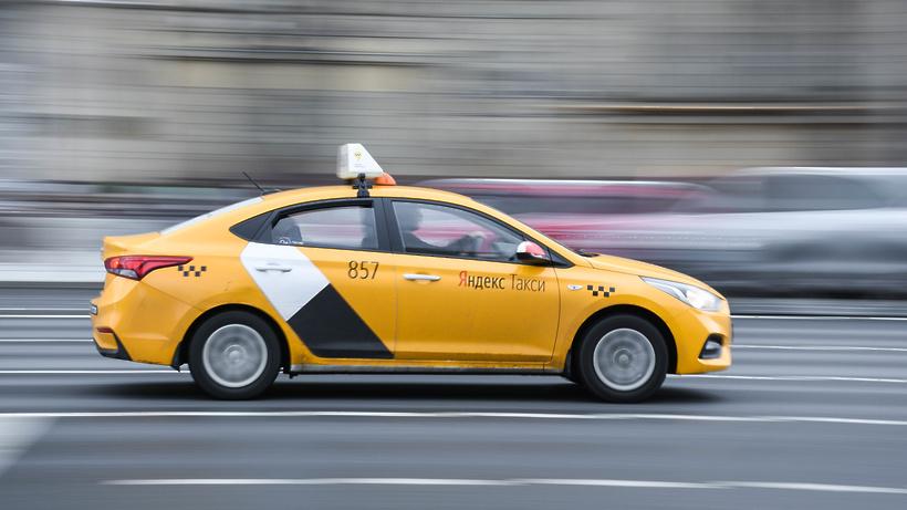 Яндекс.Такси подключило водителей к доставке еды