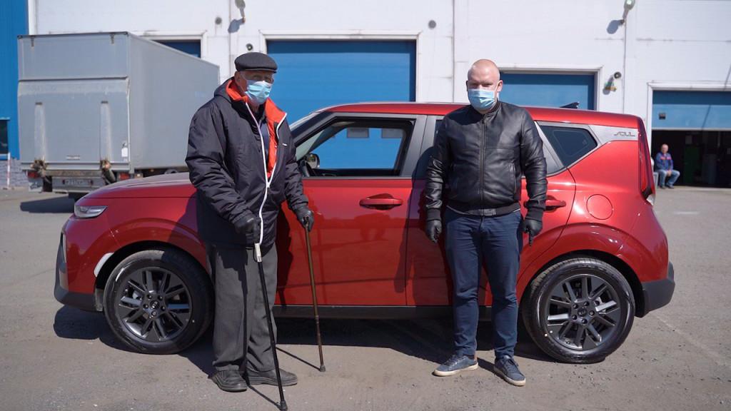 89-летний пенсионер первым из петербуржцев купил машину на Carmart