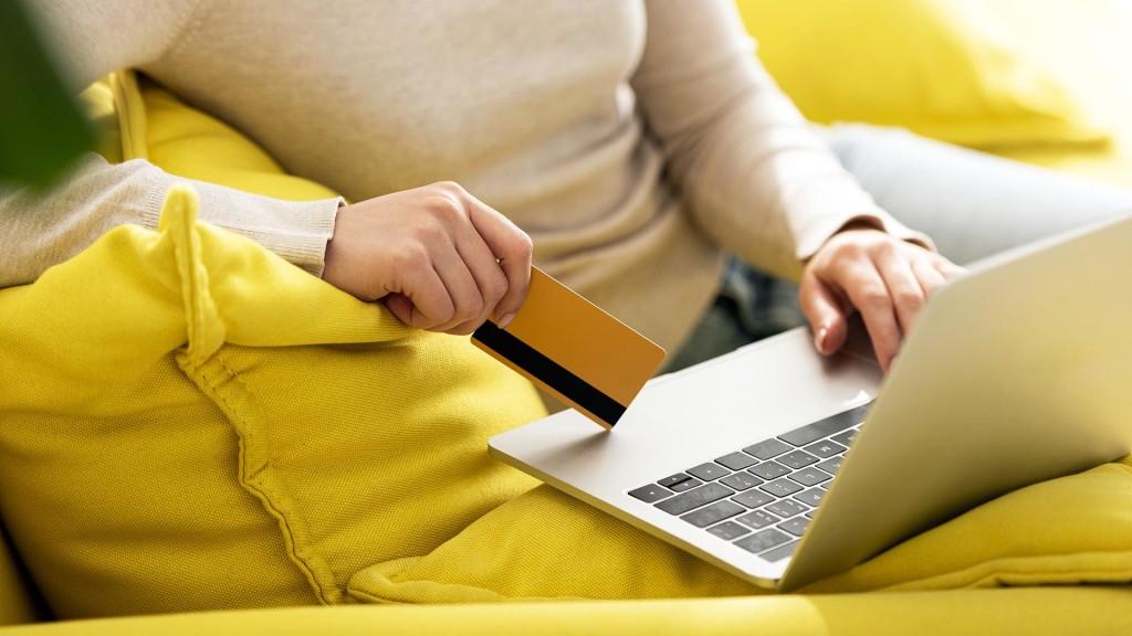 Упал ли спрос на продукты в онлайне?