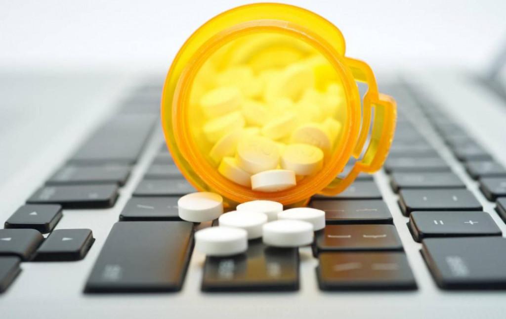 Интернет-магазины предлагают допустить к лекарствам