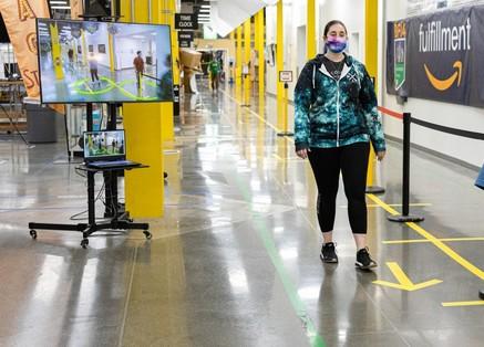 Искусственный интеллект будет отслеживать дистанцию на складах Amazon