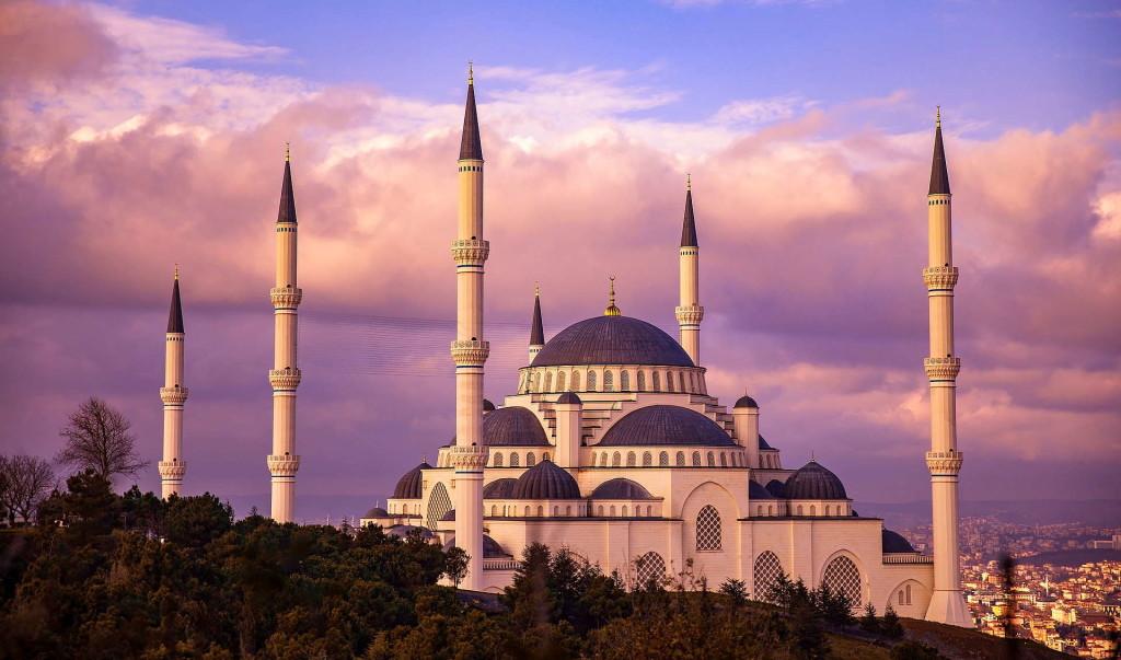Город контрастов: Онлайн-продажи путеводителей по Стамбулу выросли на 400%