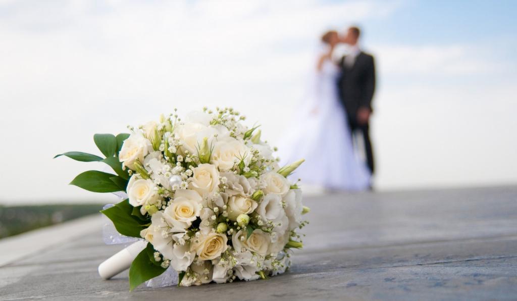 """Сезон свадебных платьев на """"Авито"""": сколько готовы платить невесты и какой им нужен размер"""