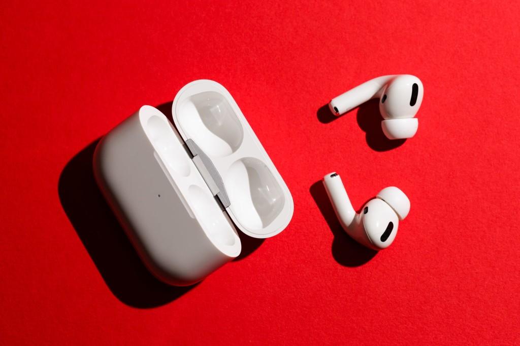 """На """"Беру"""" торговали поддельными наушниками Apple"""