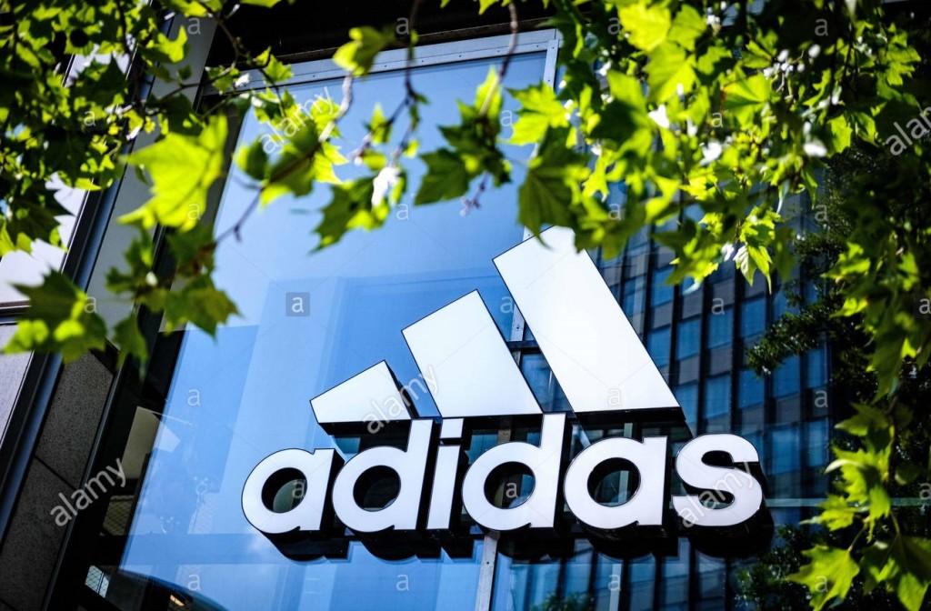 Adidas в онлайне: трехкратный рост выручки, отказ от маркетплейсов и убытки в четверть миллиарда