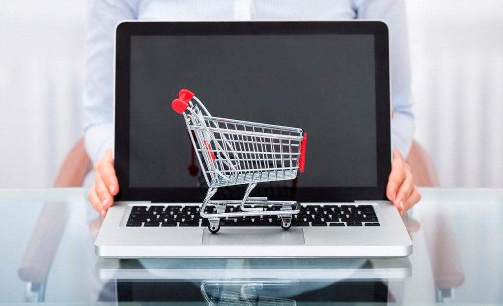 Фавориты – еда и одежда: Банки заметили рост недорогих покупок в Сети в 2020 году