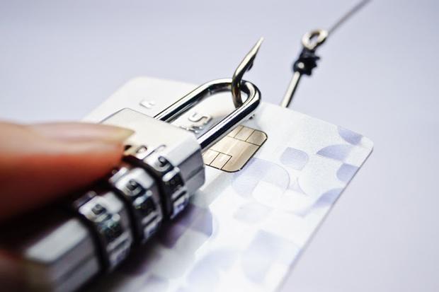 Платежные данные можно хранить только на территории России