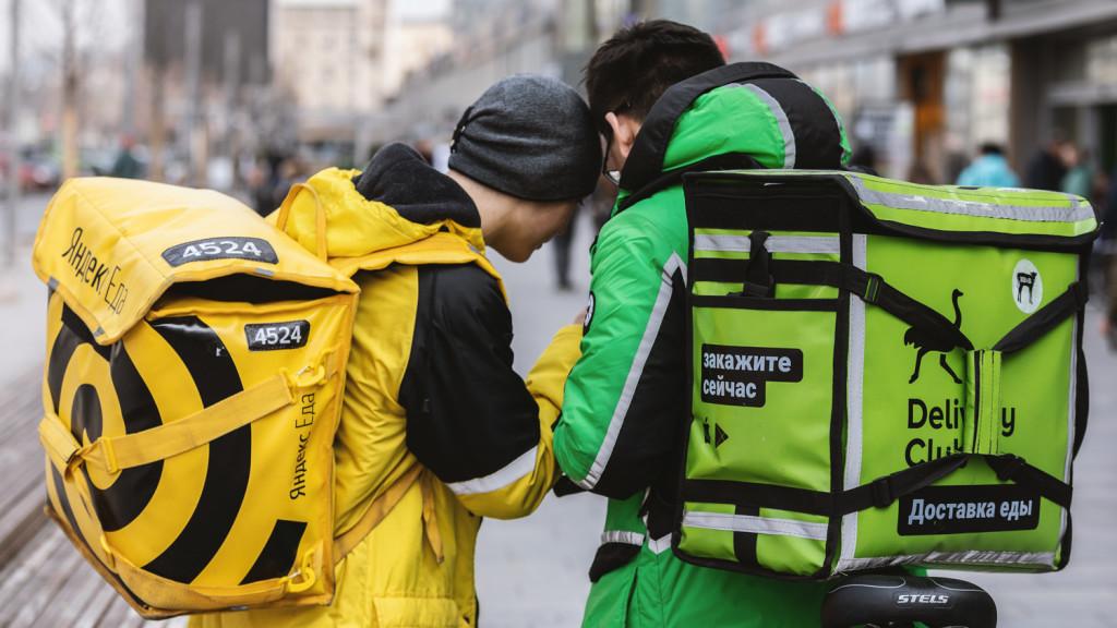 Курьеры Delivery Club считают, что их условия работы лучше, чем в Яндекс.Еде