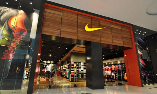 Главный продавец Apple решил торговать кроссовками