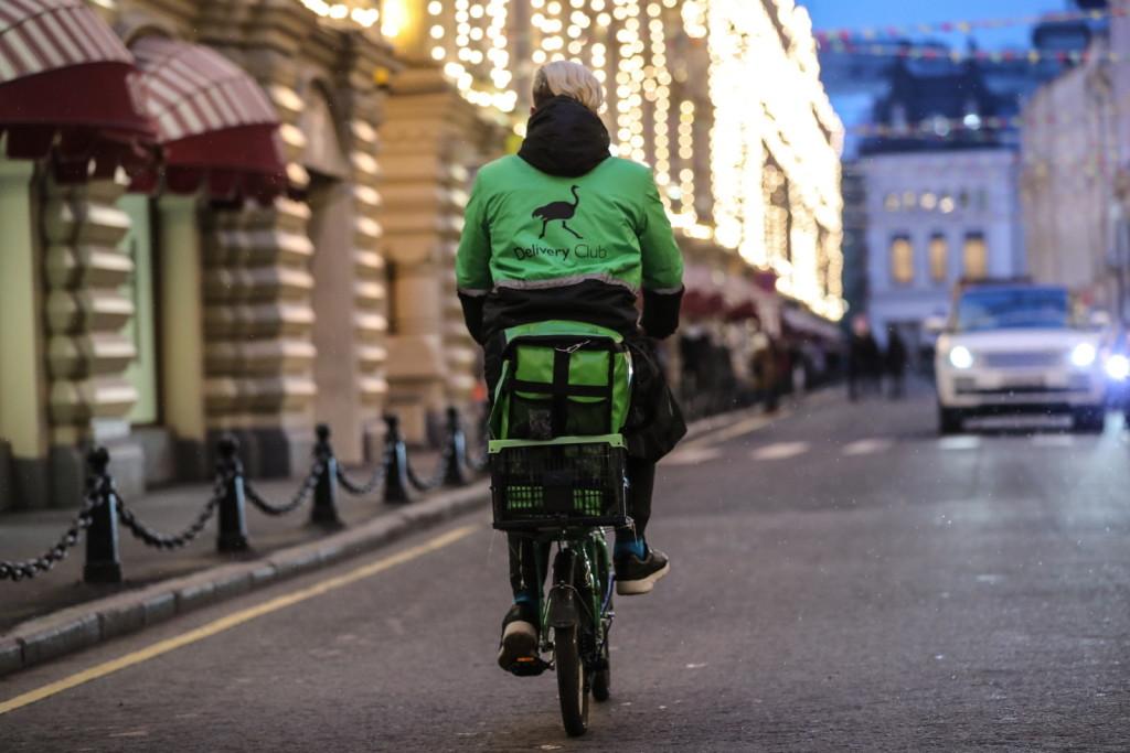 Delivery Club введет тест по правилам дорожного движения для курьеров